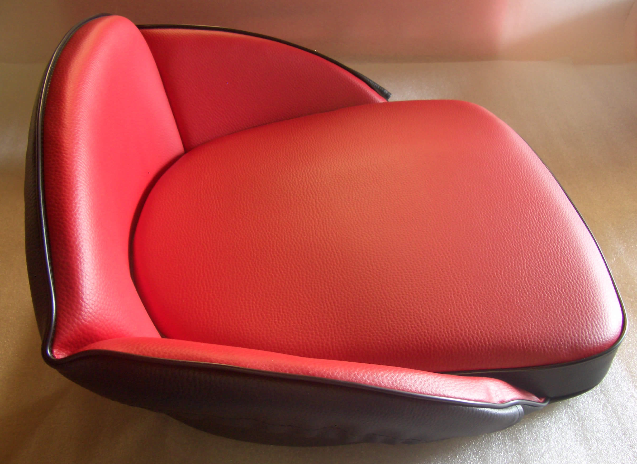 oldtimer jehle traktor sitzkissen niedriglehner rot. Black Bedroom Furniture Sets. Home Design Ideas